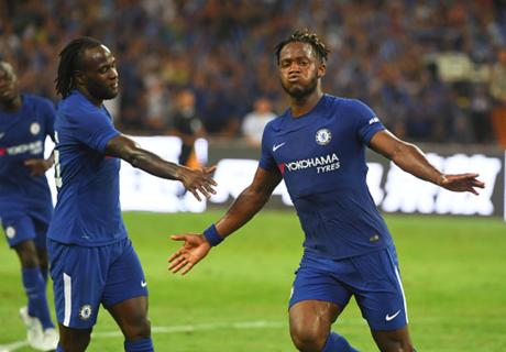 Chelsea pijnigt Arsenal in Peking