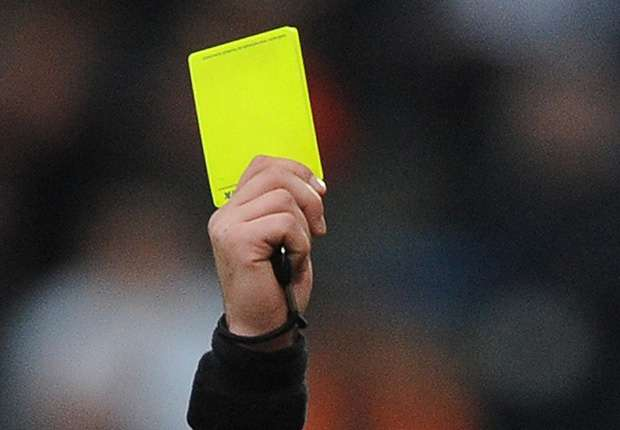 KNVB geeft gele kaart bij teksten op shirts