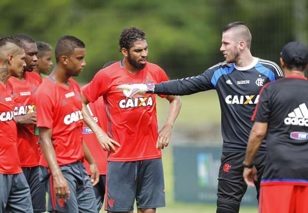 http://images.performgroup.com/di/library/Goal_Brasil/1e/dc/paulo-victor-wallace-guerrero-muricy-flamengo-treino-13012016_1qfe06d8tpbwh10goilsj78q4q.jpg?t=1003932746&w=620&h=430