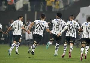 O Corinthians venceu e convenceu. Com gols de Renato Augusto, Gil e Elias, o Timão venceu o Vasco por 3 a 0 em Itaquera. Confira as melhores imagens do confronto.