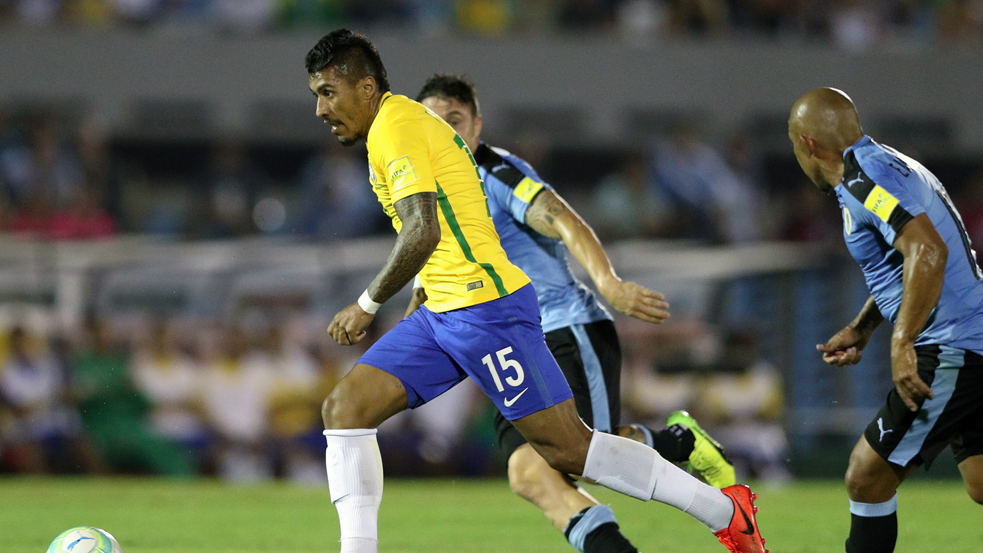 Paulinho Brasil Uruguai Eliminatorias 2018 23032017