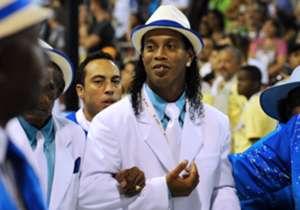 Ronaldinho mostró todo su estilo en 2011, cuando desfiló con la escola do samba Portela.