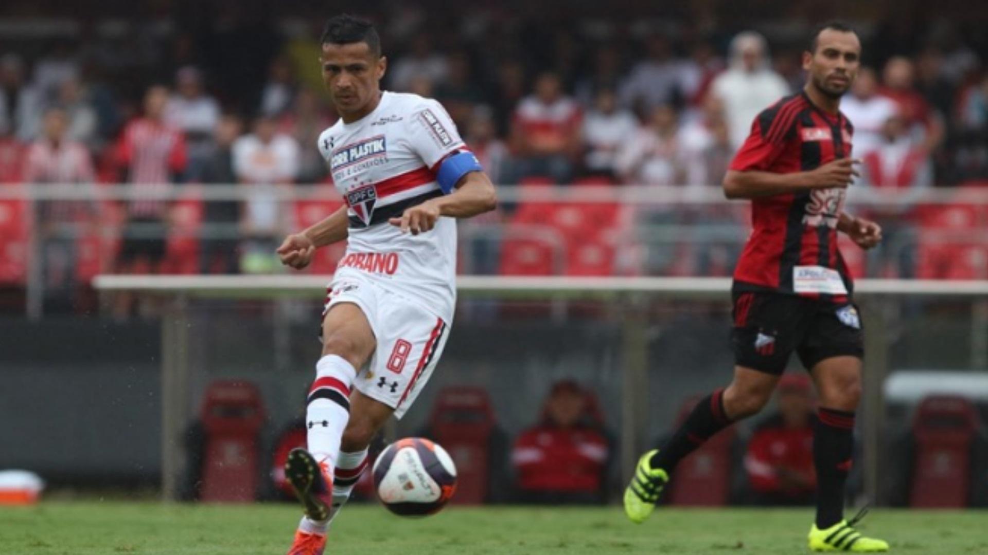 Bahia vence São Paulo e sai da zona de rebaixamento