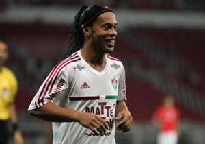 Idolatrado pelos torcedores do Atlético-MG, Ronaldinho Gaúcho vai enfrentar seu ex-clube pelo Fluminense. Relembre outros jogadores que foram ídolos e rivais em clubes brasileiros.