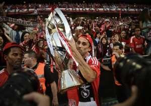Jonas (Benfica) - O atacante marcou dois gols na vitória sobre o Marítimo e sagrou-se campeão português. O terceiro gol de Jonas foi mal anulado pela arbitragem, o que o impediu que conquistar também a artilharia do campeonato.