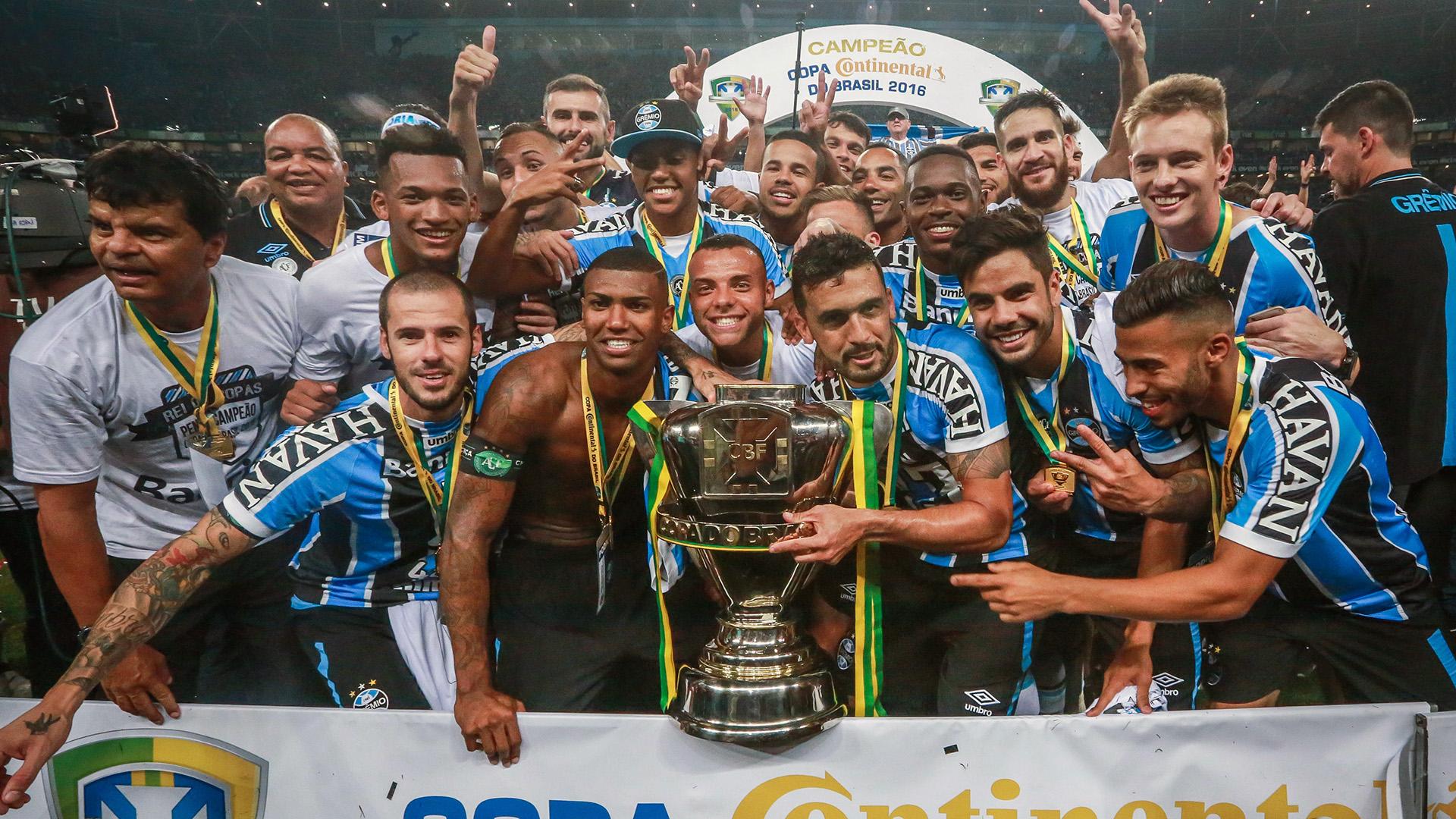 Atlético-MG vence novamente o rival. Cruzeiro e conquista a Copa do Brasil.  Capa