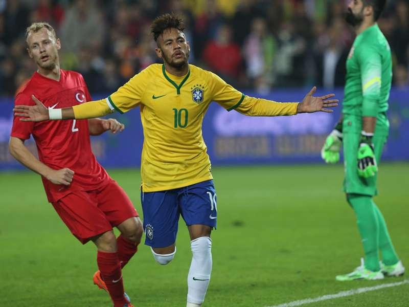 """Neymar comemora bom momento na carreira: """"Quero muito mais"""""""