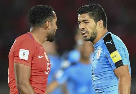 Suárez usa dedo, e Chile pede punição