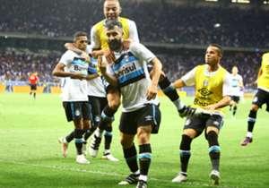 Douglas comemora o gol que selou a vitória tricolor