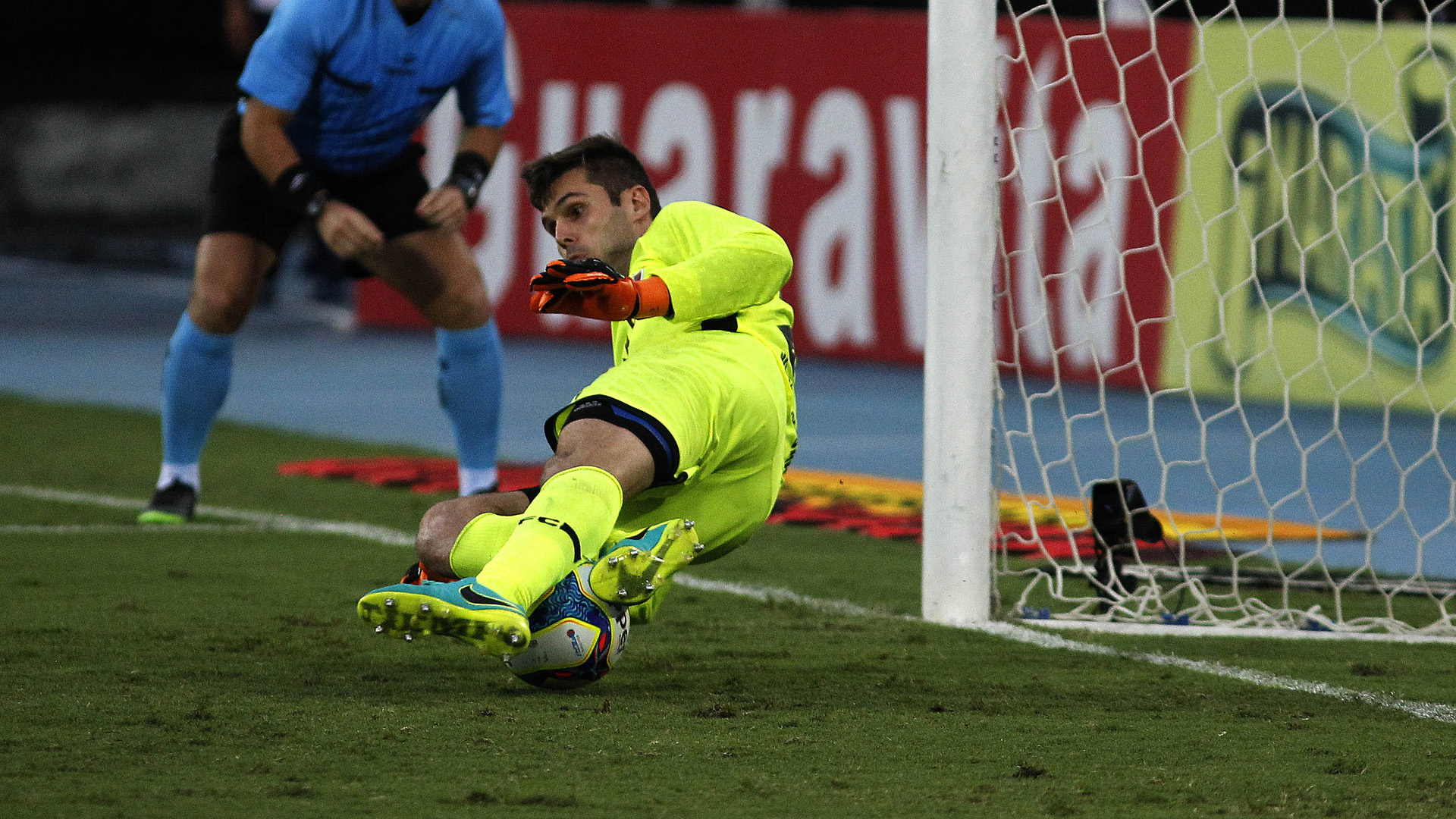 Avaí comete falhas, é atropelado pelo Fluminense e segue na lanterna
