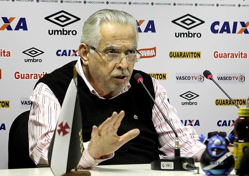 Em dia de protestos em São Januário, Eurico Miranda pede desculpas por derrota humilhante do Vasco
