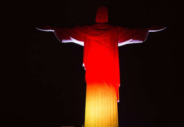 Pope behind Argentina but Christ the Redeemer shows support for Germany