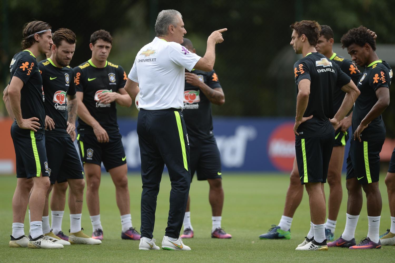 Tite treino Brasil 12102016