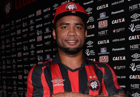 Furacão contrata Carlos Alberto