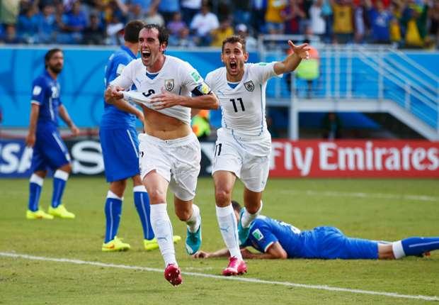 Godin feiert seinen Treffer gegen Italien