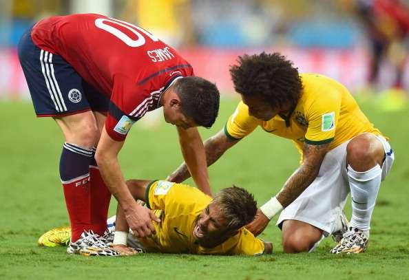 Neymar naar ziekenhuis na knie in rug