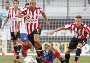 O Bahia se despediu de Orlando com uma derrota para os argentinos, que contaram com a volta de Verón; Tinga marcou contra; Chapecoense também foi homenageada