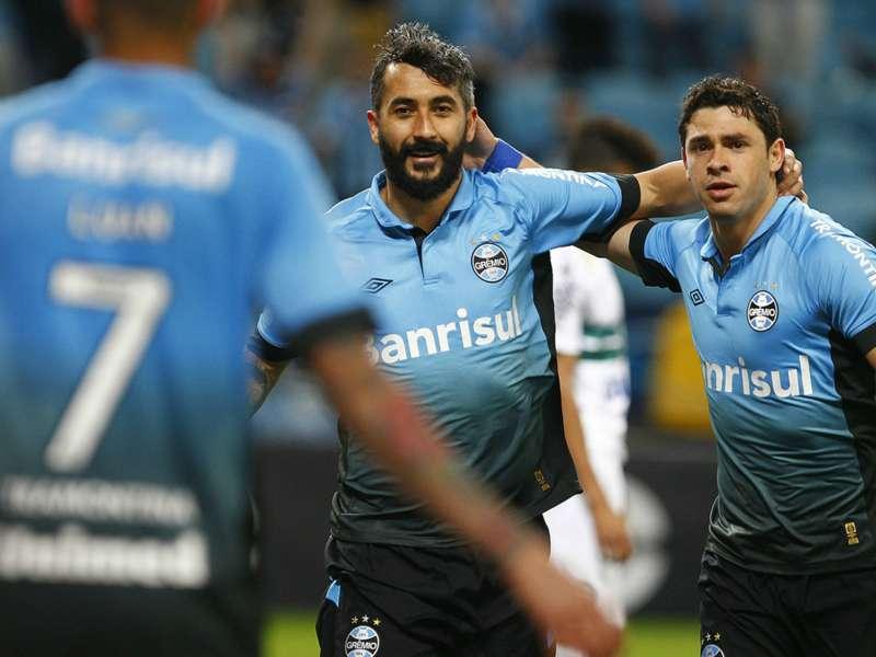Jogadores do Grêmio celebram a classificação na Copa do Brasil