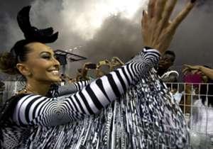 El Carnaval de Brasil, el más grande del mundo, reúne bellezas femeninas de todo el país pero también supo tener a las grandes glorias del fútbol local y mundial.