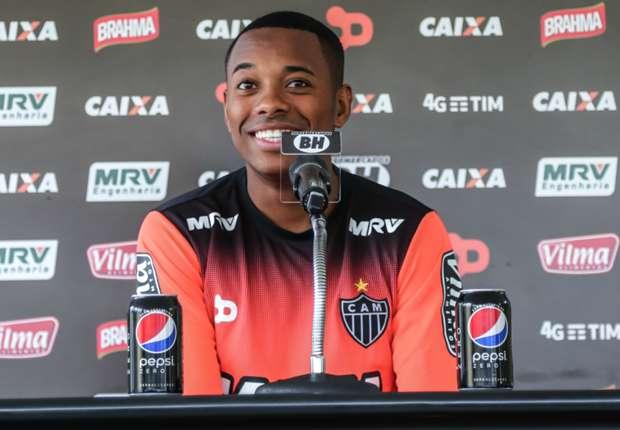 Robinho diz se incomodar com notícias 'não verdadeiras' sobre transferências: 'Isso me prejudica'