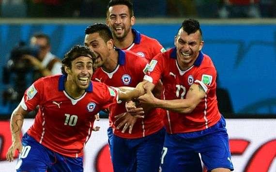 La 'Roja' celebra el gol de Valdivia