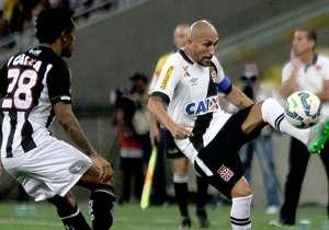 De volta à elite do futebol brasileiro brasileiro em 2015, o Vasco foi de campeão carioca a lanterna do Brasileirão com 98% de chances de ser rebaixado. Veja como o time carioca chegou a essa situação crítica.