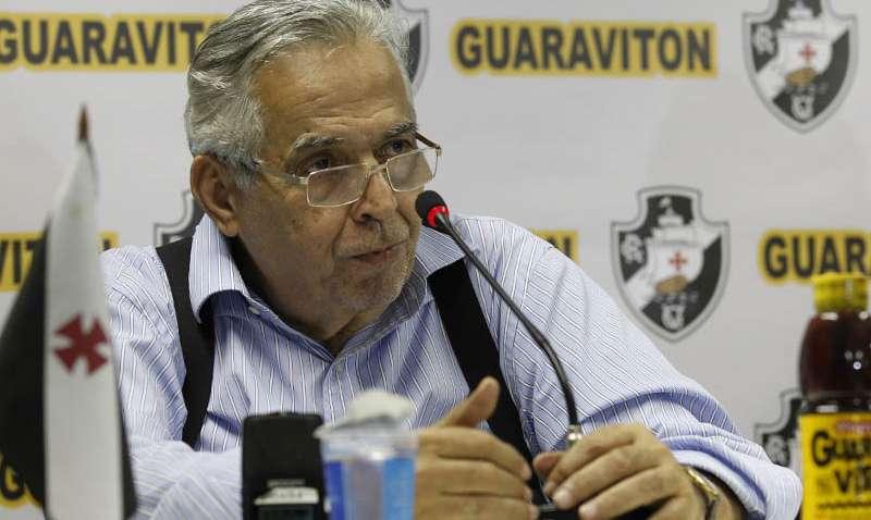 """""""Bernardo teve contrato suspenso por mau comportamento"""", explica Eurico Miranda"""