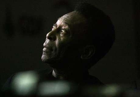 Santos rescinde contrato com Pelé