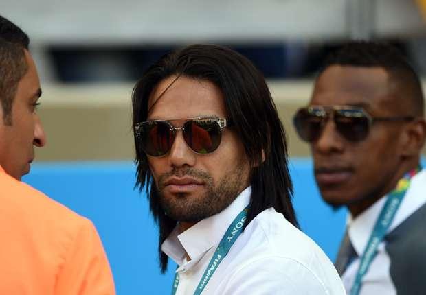 Radamel Falcao prueba su rodilla con el Mónaco