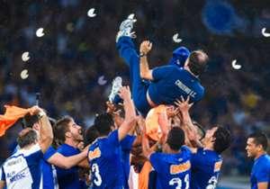 Começa no próximo final de semana a edição 2015 do Campeonato Brasileiro, que tem como atual bicampeão o Cruzeiro. Confira grandes momentos da história que marcaram, para o bem e para o mal, a principal competição do país.