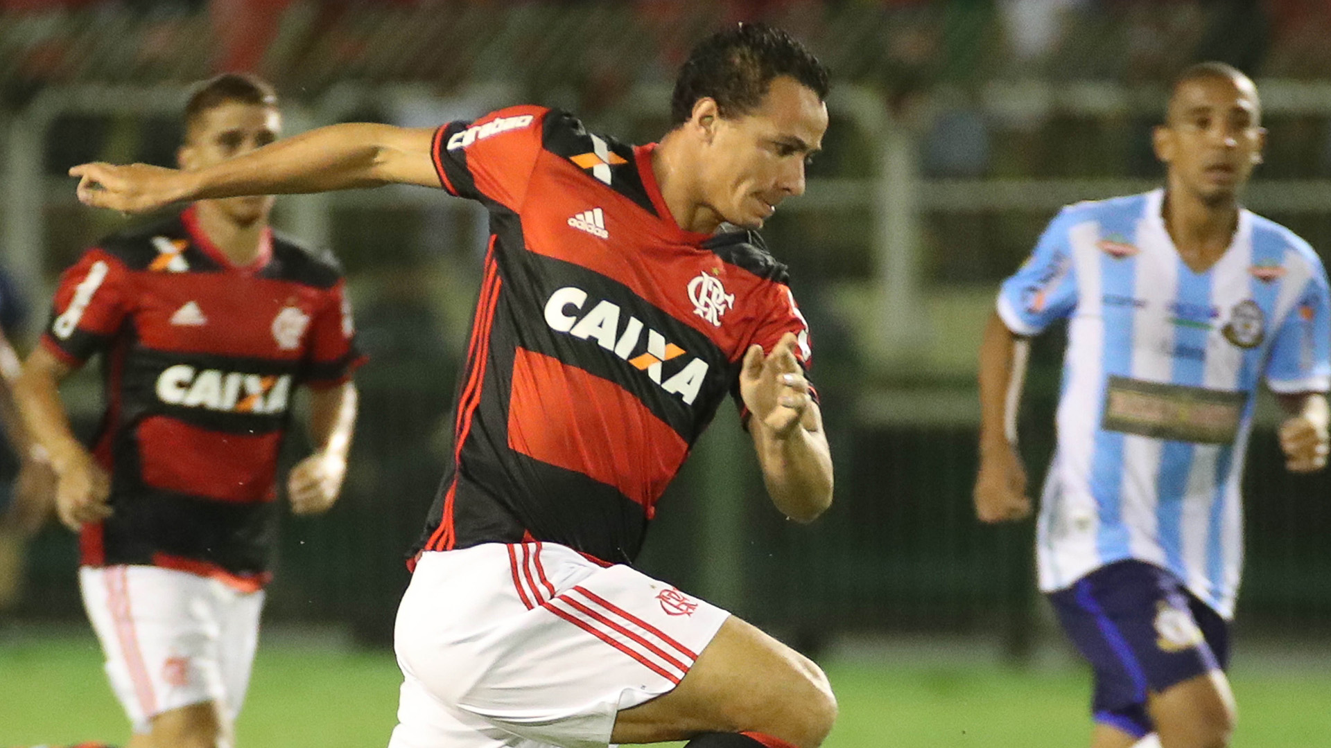'Já fiz bastante', diz Leandro Damião após três gols pelo Flamengo
