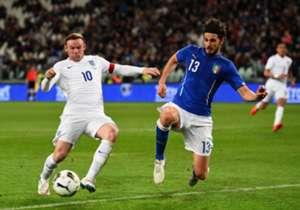 Rooney não teve vida fácil e não conseguiu marcar para a Inglaterra