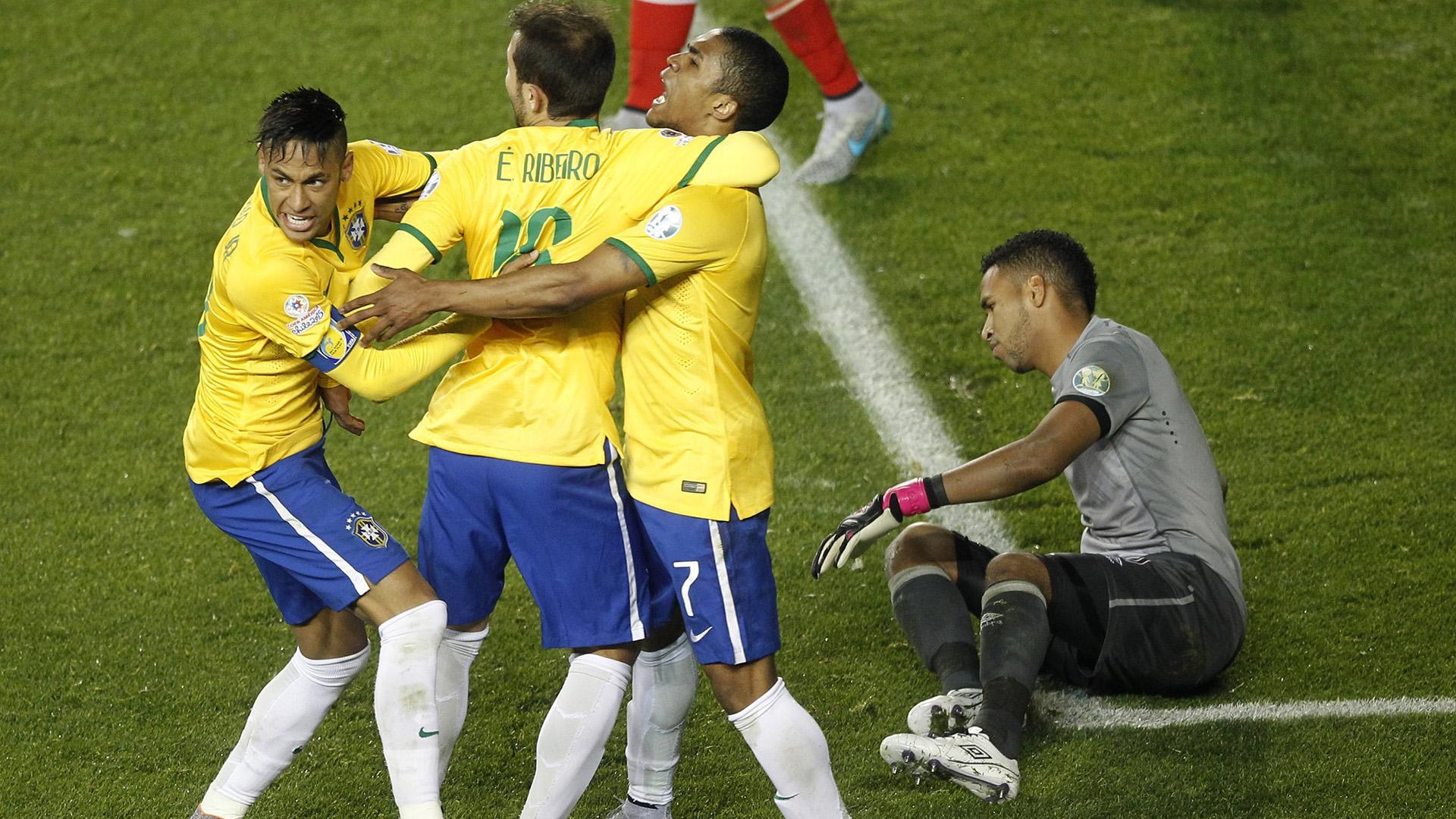 Douglas Costa Everton Ribeiro Neymar Brazil Peru Copa America Temuco 14062015