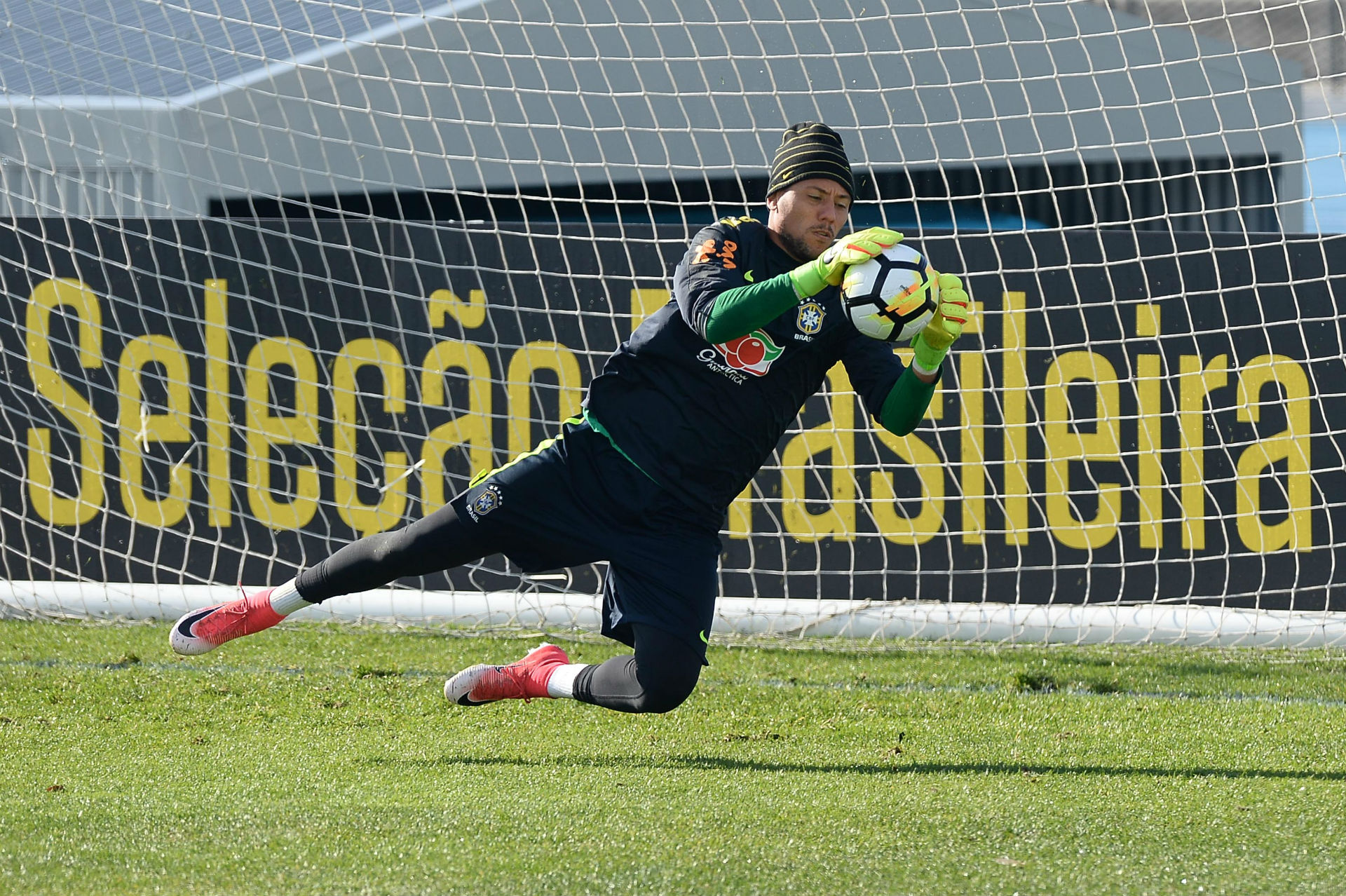 Diego Alves Lakeside Stadium Brazil
