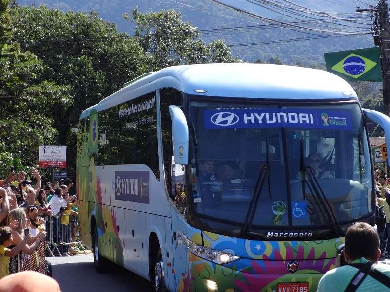 Com ônibus oficial, Seleção Brasileira volta para Teresópolis