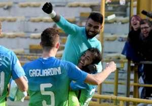 A espera finalmente acabou! Depois de sete meses de jejum, Gabigol superou as adversidades e marcou seu primeiro gol pela Internazionale, dando a vitória por 1 a 0 sobre o Bologna. Confira as imagens do primeiro tento do brasileiro pelos Nerazzurri