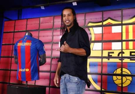Ronaldinho é apresentado no Barça