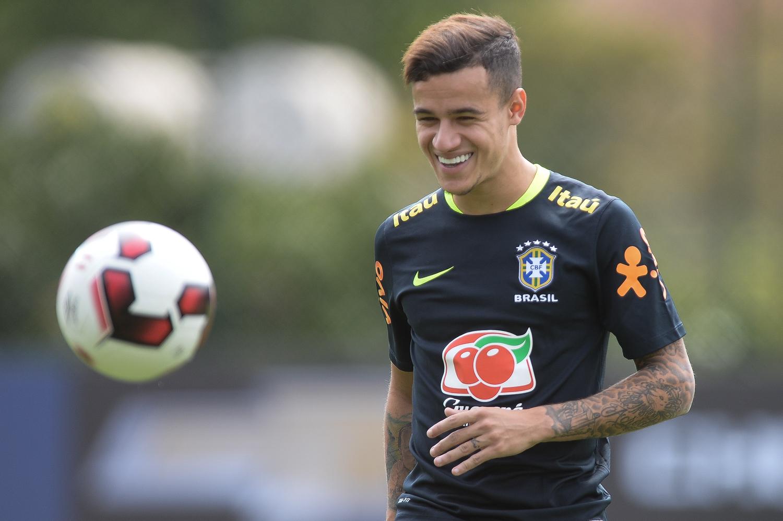 Fernandinho será quinto capitão sob comando de Tite