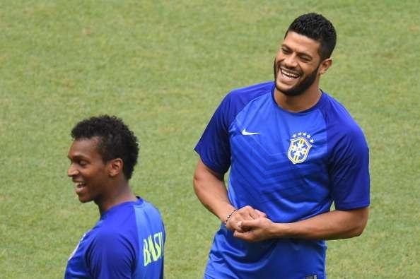 Felipão coloca atacantes da Seleção Brasileira para treinar finalização