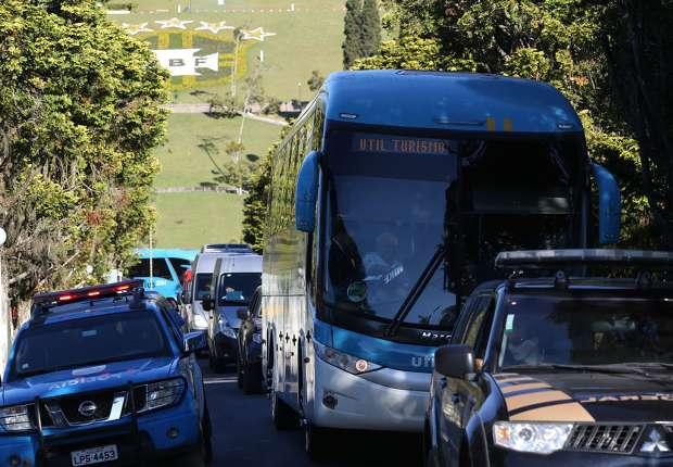 Ônibus deixou a Granja Comary por volta das 15h