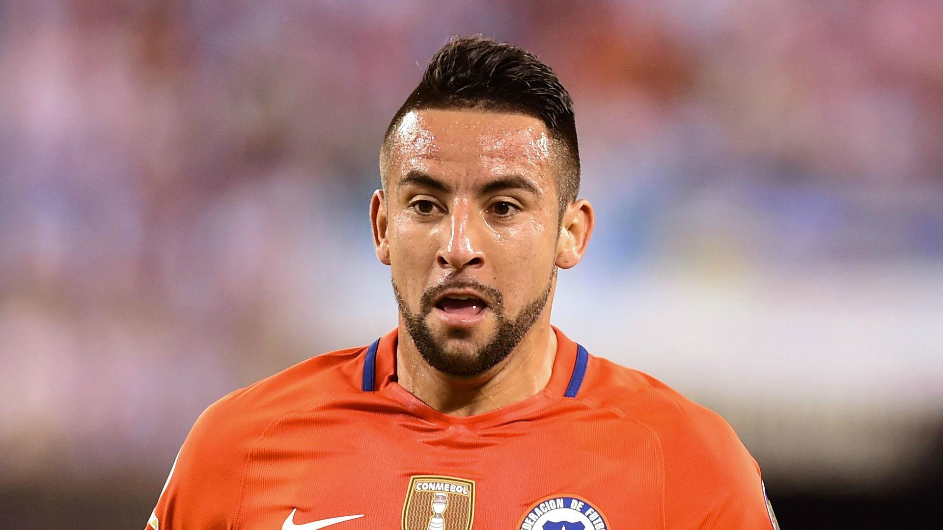 Isla destacó a Felipe Mora en la nómina de la Selección chilena