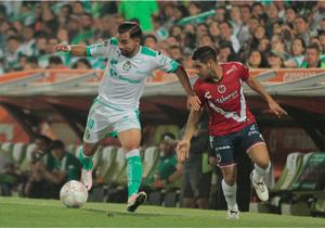 Veracruz 2-0 Santos: El doblete de Peñalba sentenció al equipo de Bryan Rabello en el primer tiempo. El ex Colo Colo jugó los 90 minutos pero su equipo sigue en la parte baja con solo un punto en dos fechas.