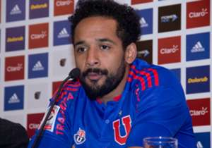Así fue la conferencia de prensa que el ex-Colo Colo brindó en el Centro Deportivo Azul acompañado por Carlos Heller.