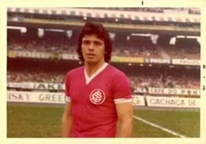 Elías Figueroa. Internacional (Brasil). El defensor fue bicampeón con el Inter y hasta el día de hoy reconocido como uno de los mejores de la historia del club colorado.