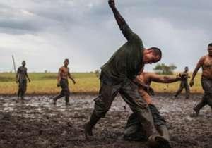 Guerrilleros de las Farc juegan fútbol un día antes de firmar la paz con el gobierno