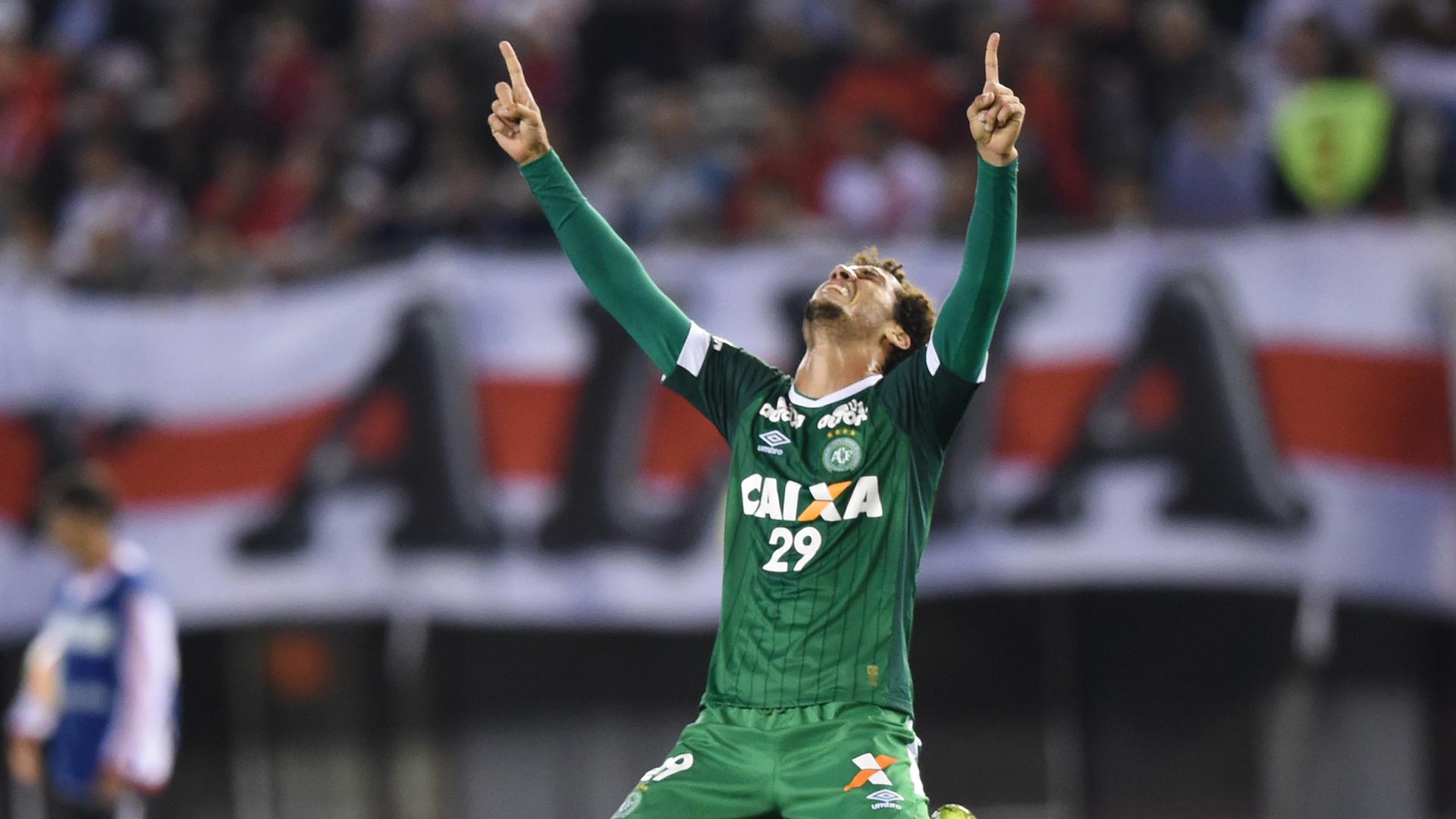 Sobreviviente del equipo podría volver a jugar al fútbol — Chapecoense