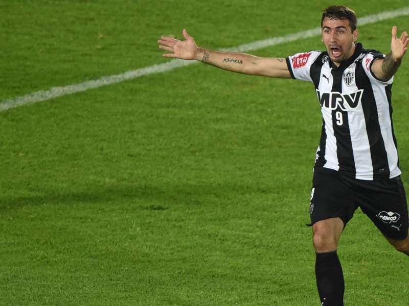 """Autor de dois gols, Pratto comemora a classificação do Atlético-MG: """"Estou sentindo o mesmo que os torcedores"""""""