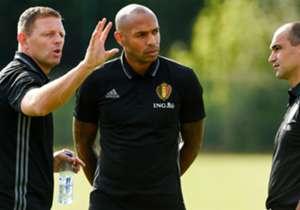 Roberto Martínez (derecha) debutará como seleccionador de Bélgica ante España. Junto a él estará Thierry Henry en su primera experiencia en los banquillos