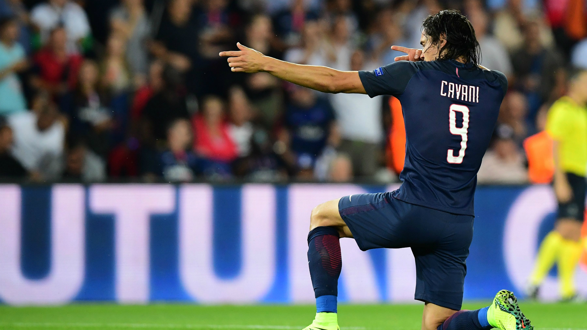 Edinson cavani PSG Arsenal Champions league 13062016