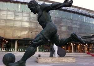 Patung Laszlo Kubala di Camp Nou.
